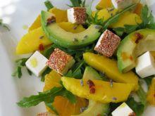 Sałatka z awokado, mango i pomarańczy