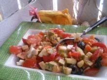 Sałatka z awokado, pomidora i jajka