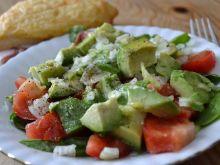 Sałatka z awokado, pomidorem i szpinakiem