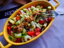 Sałatka z awokado z sosem francuskim