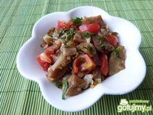 Sałatka z bakłażanów, cebuli i pomidorów