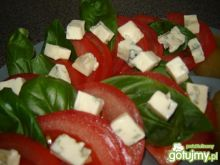 Sałatka z bazylią i serem pleśniowym