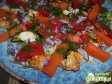 Sałatka z bazyliowym sosem