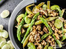 Sałatka z bobem, fasolką i szparagami