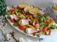 Sałatka z bobu szynką parmeńską i bagietką