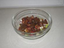 Sałatka z boczkiem i sosem musztardowym