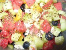 Sałatka z borówkami, arbuzem i fetą