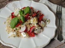 Sałatka z brązowym ryżem i serem feta