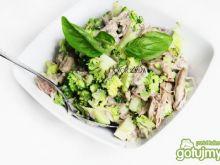 Sałatka z brokuła i kurczaka na parze