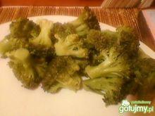 sałatka z brokuła na ostro