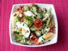 Sałatka z brokuła, pomidorów i jajek