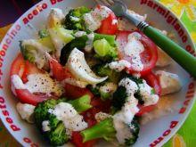 Sałatka z brokuła z sosem czosnkowym