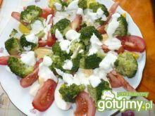 Sałatka z brokułami i jajkiem