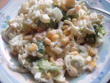 Sałatka z brokułami i łososiem