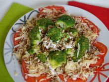 Sałatka z brokułami i pomidorami
