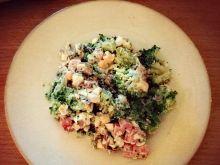 Sałatka z brokułami, serem pleśniowym i bekonem