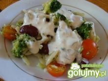 Sałatka z brokułem i czerwoną fasolą