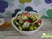 Sałatka z brokułem i nowalijkami