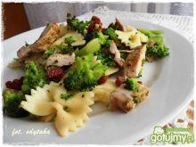 Sałatka z brokułem i pieczenią