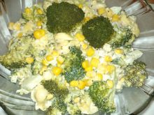 Sałatka z brokułem i tortellini