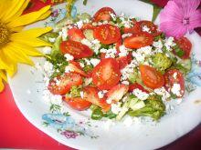 Sałatka z brokułem i pomidorkami koktajlowymi