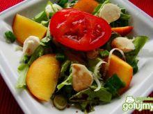 Sałatka z brzoskwinią i mozzarelą