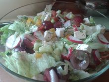 Sałatka z brzoskwinią i winogronami