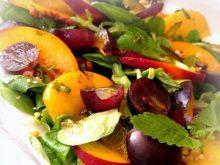 Sałatka z brzoskwinią i winogronem