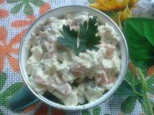 Sałatka z brzuszka łososia z awokado i marchewką