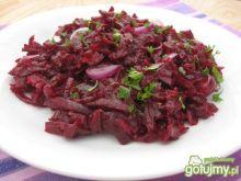Sałatka z buraczków z czerwoną cebulą