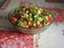 Sałatka z cieciorką i oliwkami