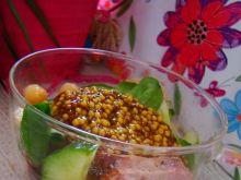 Sałatka z cieciorką z sosem francuskim
