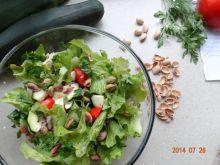Sałatka z cukinią i prażonymi pistacjami