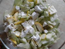 Sałatka z cukinią i serem feta