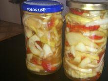 Sałatka z cukinii, kalarepki, papryki i cebuli