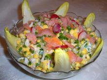 Sałatka z cykorią i wędzonym łososiem
