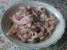 Sałatka z czerwonej cebuli z szynką i serem