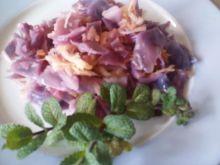 Salatka z czerwonej kapusty i jablek.
