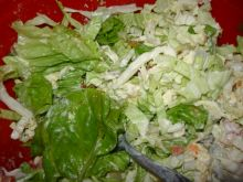 Sałatka z dużymi liśćmi sałaty