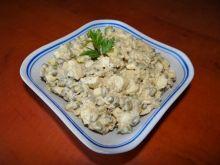 Sałatka z fasoli mung i łososia