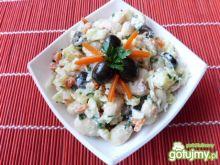 Sałatka z fasoli, ziemniaków i oliwek