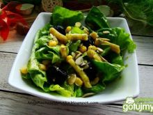 Sałatka z fasolką i oliwkami
