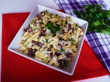 Sałatka z fasolką i żółtym serem