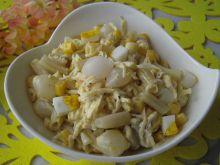 Sałatka z fasolką szparagową i cebulką