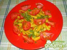 Sałatka z fasolki i pomidorów