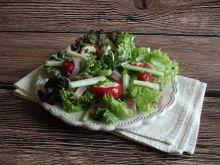 Sałatka z faszerowanymi papryczkami i selerem
