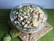 Salatka z feta, brokulem i ogórkiem