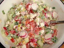 Sałatka z fetą i kolorową papryczką