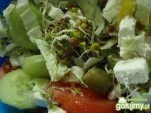Sałatka z fetą i oliwkami 4