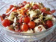 Sałatka z fetą i pomidorkami